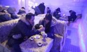 Giới trẻ Sài Gòn mặc áo lông uống cà phê trong quán -10 độ C