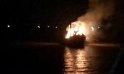 Thanh Hóa: Tàu cá ngư dân Hậu Lộc bị thiêu rụi lúc nửa đêm