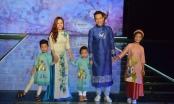 Tuần lễ thời trang trẻ em Việt Nam 2017: Phan Anh cùng vợ và 3 con diện áo dài sải bước trên sân khấu