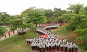 Hà Nam: Chụp ảnh kỷ yếu trong trường, học sinh bức xúc tố nhà trường thu tiền phí?