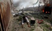 Khung cảnh hoang tàn, đổ nát sau vụ đánh bom đẫm máu tại Kabul