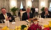 Ông Trump bất ngờ được tặng bánh sinh nhật trong cuộc gặp với Thủ tướng Singapore