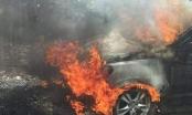 Hà Giang: Xế hộp cháy trơ khung trên đường đi ngắm hoa Tam Giác Mạch