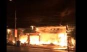Quảng Ninh: Bà hỏa ghé thăm trong đêm, cửa hàng nội thất bốc cháy dữ dội
