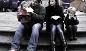Những người cha hi sinh công việc để chăm sóc con cái