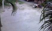 [Clip]: Xe tải bỏ chạy sau khi gây tai nạn