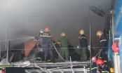 Đà Nẵng: Gara ô tô bất ngờ phát hỏa giữa lúc nhân viên đang làm việc