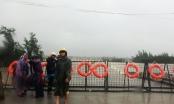 Quảng Ngãi: Lũ vượt bờ dưới đê bao Nam sông Trà Khúc, dựng rào chắn trên QL 24B