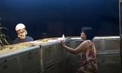 Clip cận cảnh kẻ cướp đập tủ kính cướp tiệm vàng ở Bình Dương