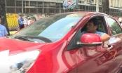 TP HCM: Tài xế cố thủ trong xe khi bị xử lý vi phạm