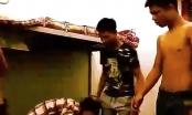Bức xúc trước clip ghi lại cảnh nam sinh bị 3 bạn đánh tàn nhẫn ngay trong ký túc xá