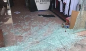 Thanh Hóa: Tiệm bán quần áo bị vỡ tan cửa kính sau tiếng nổ lớn