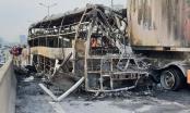 Chùm ảnh vụ tai nạn xe giường nằm và xe container cháy trơ khung trên đường vành đai 3