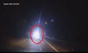 Clip va chạm kinh hoàng vì xe ngược chiều bật đèn pha