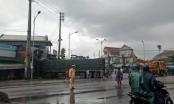 Thừa Thiên Huế: Người dân hoảng hồn chứng kiến 2 xe tải va nhau lao vào nhà dân
