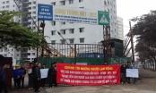 Công nhân căng băng rôn đề nghị Ban QLDA quận Cầu Giấy chi trả tiền dự án TĐC N01- D17 Duy Tân