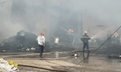 TP HCM: Cháy vựa phế liệu, nhà xưởng đổ sập