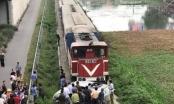 Tàu hỏa đâm ôtô nát bét, 2 người tử vong, 3 người nhập viện nguy kịch