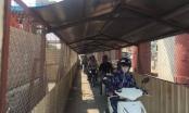 Hà Nội: Người dân rùng mình khi đi qua hầm mái tôn đường sắt trên cao