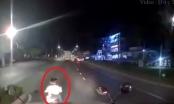 [Clip]: Thót tim với pha tạt đầu xe container của 2 nữ quái xế nữ