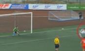 [Clip]: Pha đá penalty khác người chỉ có trong...truyện tranh