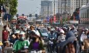 Ảnh: Người dân ùn ùn đổ về Thủ đô trong tiết trời nắng nóng