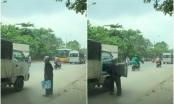 Clip: Cụ bà vẫy xe giữa trưa nắng nóng, đầy khói bụi ngoài đường và hành động mát lòng của bác tài xế