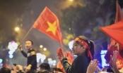 Chẳng ai bảo ai, cả lớp con đều viết Việt Nam chiến thắng