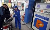 Giá xăng giảm mạnh gần 1.500 đồng/lít
