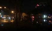 TP HCM: Triều cường dâng cao gây ngập đường, hai xe container lao xuống mương nước