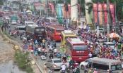 """Du khách tăng đột biến, giao thông qua khu du lịch Suối Tiên như """"vỡ trận"""""""