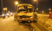 Xe khách dập nát, 2 người nhập viện vì tông vào xe container
