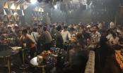 Công an đột kích quán bar, dân chơi nháo nhào tháo chạy tại TP HCM