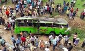 Xe bus mất lái lao khỏi cầu, ít nhất 60 người thương vong