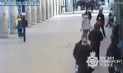 Hiệp sĩ đường phố chặn đứng tên cướp với... 1 chân