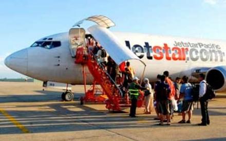 Jetstar bất ngờ đổi giờ bay, hàng trăm khách hàng đứng ngồi không yên