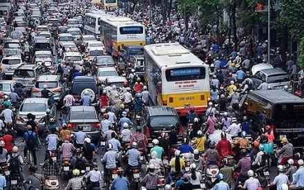 Hà Nội cấm xe máy, người dân đi bộ ở đâu?