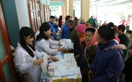 Tâm Bình khám bệnh và phát thuốc miễn phí cho 500 người nghèo huyện Yên Sơn – Tuyên Quang