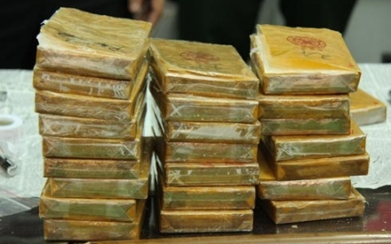 Sơn La: Bắt hai đối tượng đi xe máy vận chuyển 30 bánh heroin