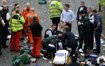 Hiện trường hỗn loạn sau vụ tấn công khủng bố gần Quốc hội Anh