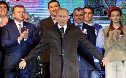 Tổng thống Putin thăm bán đảo Crimea, khai trương nhà máy điện mới