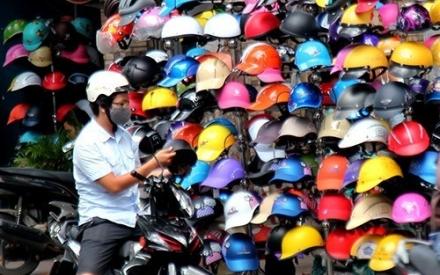 Bản tin Kinh tế Plus: Mũ bảo hiểm giả, kém chất lượng bán tràn lan ngoài đường