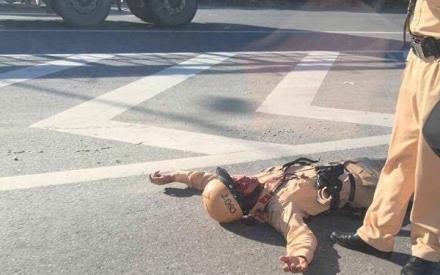 Hà Nội: CSGT ra tín hiệu dừng xe bị nam thanh niên đâm gẫy tay