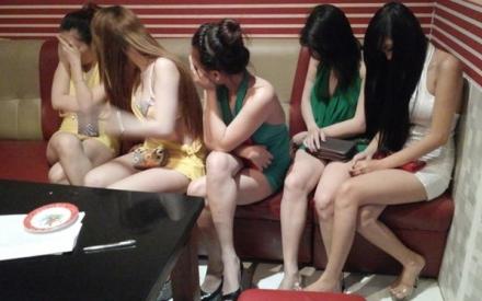 Tâm điểm dư luận: Có nên xem mại dâm, mát xa 'kích dục' là một nghề đặc biệt?