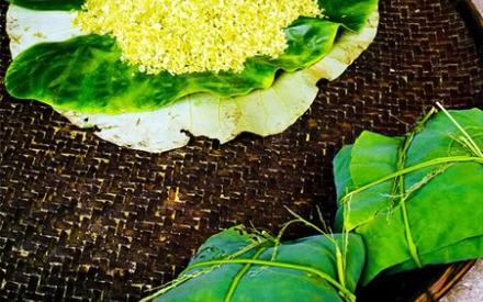 Cốm, thức quà gói quyễn rũ của mùa thu Hà Nội