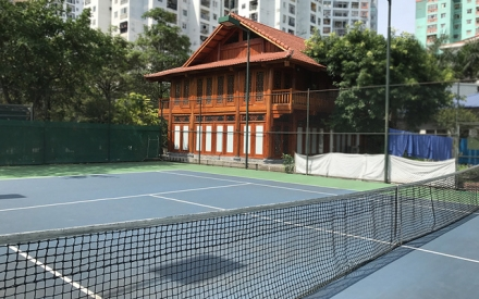 """Cận cảnh nhà sàn, sân tennis """"mọc"""" trong trường học giữa Thủ đô"""