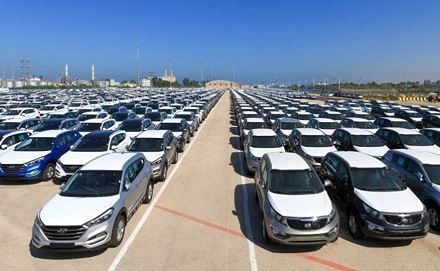Ô tô nhập khan hiếm: Đại lý làm giá, 'lót tay' mới có xe?