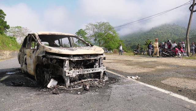 Quảng Nam: Ô tô phát nổ trên đường khiến 2 hành khách tử vong