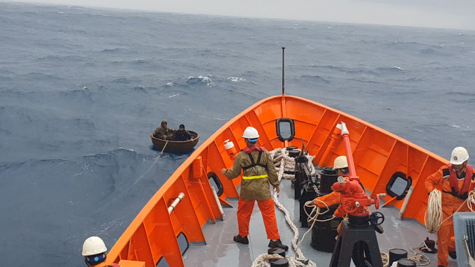 Cứu nạn 2 thuyền viên bị chìm tàu trên vùng biển tỉnh Quảng Nam