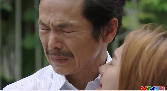 Xót xa cảnh ông bố sang nhà thông gia xin Anh Thư về nhà mình sau khi chứng kiến Vũ đi với gái